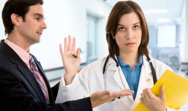 Претензии пациентов, связанные с информированием о медицинских услугах и способы защиты от таких претензий